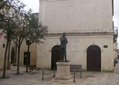 Statua e casa natale di Aldo Moro