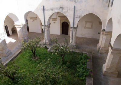 Specchia giardino interno del convento dei frati neri