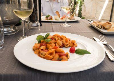Orecchiette pomodoro e basilico