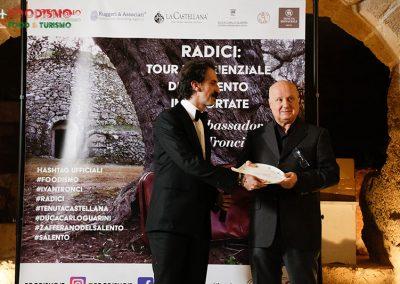 Michele Bruno ritira il premio per il Mercatino del Gusto